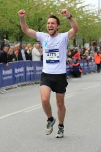 Målrakan på Köpenhamn Marathon 2014. 2:53:07 som sluttid. Mitt ursprungliga mål var 2:59