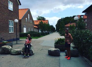 3 x 2000m med hela familjen Alnervik i onsdags. Tempo runt 3:25/km